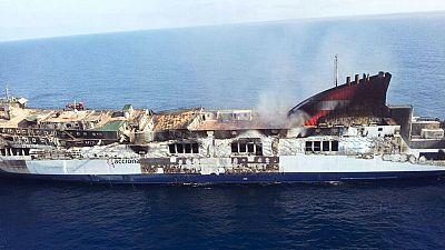 Los técnicos no creen que el buque 'Sorrento' se hunda y se preparan para remolcarlo a puerto