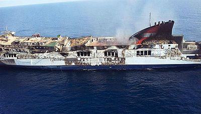 El armador del ferry incendiado quiere remolcarlo a Sagunto