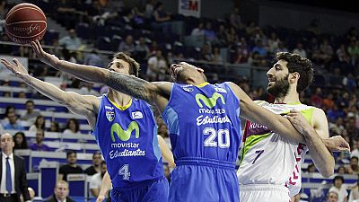 El Movistar Estudiantes celebró su salvación matemática venciendo por 86-76 a un Laboral Kutxa Baskonia que se complica el Playoff. Nacho Martín (22 de valoración), el mejor hombre del partido.