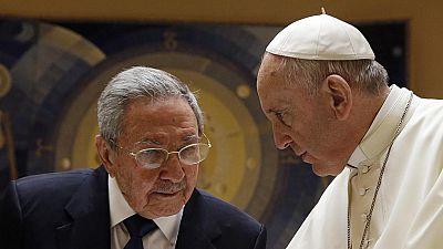 """Raúl Castro: """"Si el papa continúa hablando así volveré a rezar"""""""