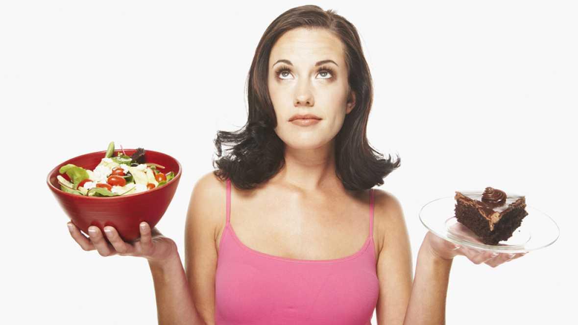 Saltarse la cena o una comida adelgaza
