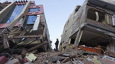 Nepal eleva a 66 los muertos por el terremoto de 7,3 que azotó el país el martes
