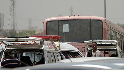 Matan a 43 chiíes en el ataque a un autobús en la ciudad paquistaní de Karachi