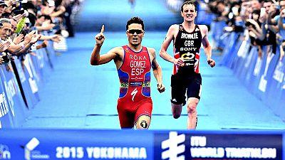 El triatleta español Javier Gómez Noya ha vencido con épica esta  madrugada en la quinta prueba de las Series Mundiales, disputada en  Yokohama (Japón), tras imponerse al sprint al campeón olímpico, el  británico Alistair Brownlee, mientras que otro