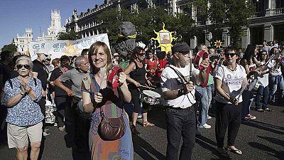 Miles de personas celebran el cuarto aniversario del 15M