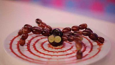 Ara�a de ciruela y uva sobre seda de mermelada