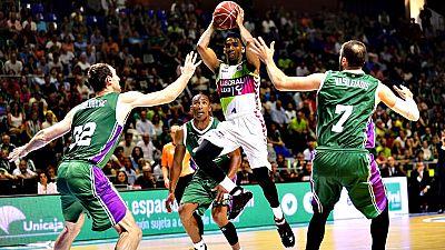 El Real Madrid se enfrentará al Valencia Basket, verdugo este lunes del Dominion Bilbao Basket, y el FC Barcelona al Unicaja de Málaga, que se deshizo del Laboral Kutxa Baskonia, en las semifinales de la Liga Endesa, que se disputarán al mejor de cin