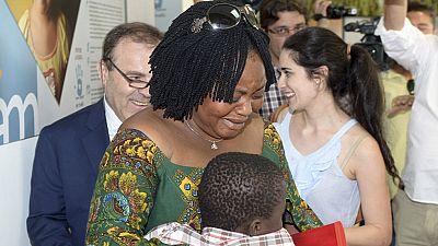 Adou, el niño rescatado de una maleta en Ceuta, es entregado a su madre