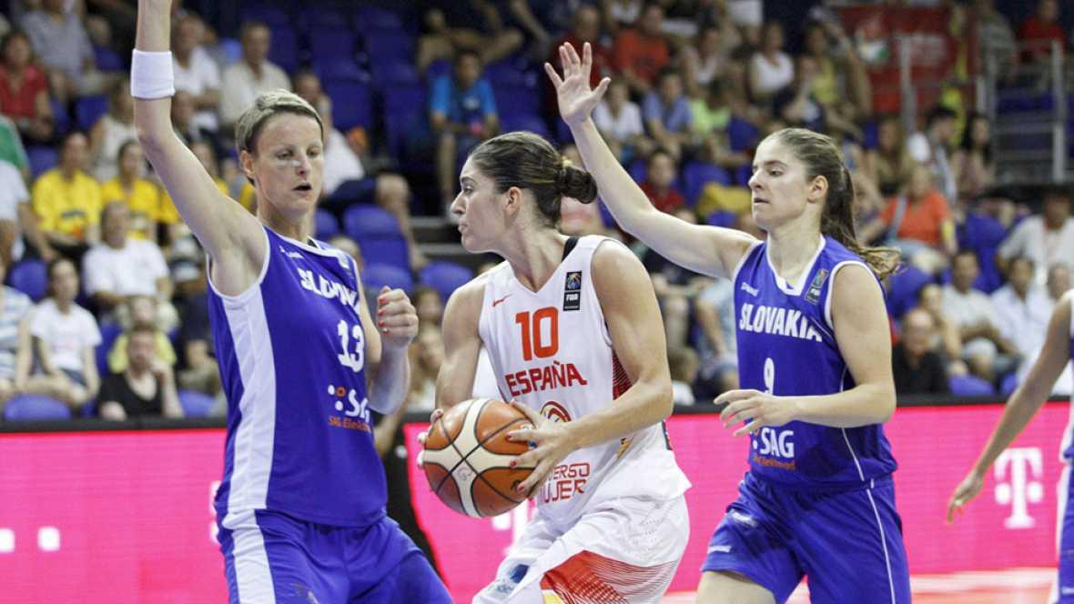 Alba Torrens, Astou Ndour y Anna Cruz guiaron a la selección española femenina de baloncesto hacia el triunfo por 82-81 en su compromiso ante el combinado eslovaco, un equipo que comprometió la segunda victoria de la escuadra dirigida por Lucas Monde