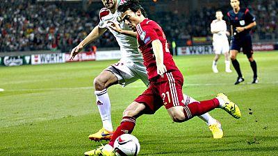 El jugador canario se aprovecha de un fallo del portero en la jugada a balón parado que había iniciado Cesc.