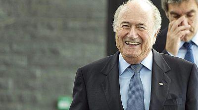 """La Fiscalía suiza """"no excluye"""" interrogar a Blatter y a Valcke"""