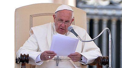 El Papa crítica duramente a los poderes económicos y al consumismo en su primera encíclica