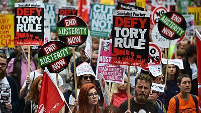Multitudinaria protesta en Londres contra los recortes de Cameron