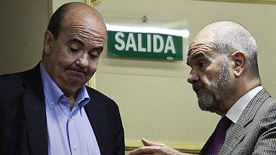 Chaves y Zarrías formalizan su renuncia como diputados socialistas