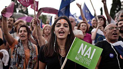 """Miles de griegos se manifiestan en Atenas por el """"sí"""" en el referéndum y la permanencia en euro"""