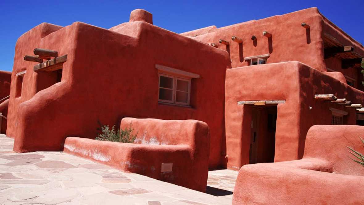 Las casas de adobe empiezan a construirse en espa a para for Casas de sofas en madrid