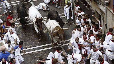 Primer encierro de San Ferm�n 2015 r�pido y peligroso con toros de Jandilla