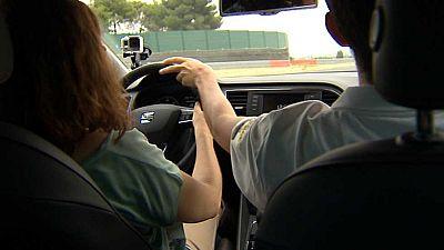 Un grupo de invidentes cumple su sueño de conducir un coche