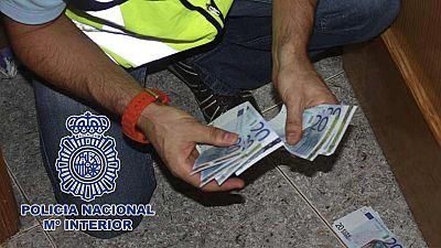 10 hombres detenidos presuntamente dedicados a la distribución de billetes falsos