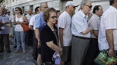 Los bancos griegos abren sus puertas 21 días después, pero sigue el corralito