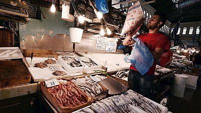 Llenar la cesta de la compra en Grecia cuesta a partir de hoy un 10% más
