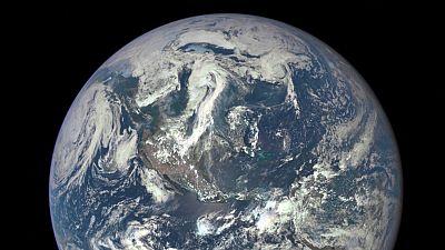 Primera imagen del disco completo de la Tierra