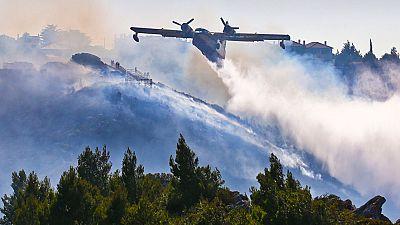 Una colilla, posible origen del fuego que obligó a desalojar a 150 vecinos en Girona