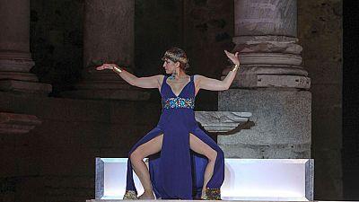 César y Cleopatra estará hasta el próximo domingo en el escenario del teatro romano de Mérida