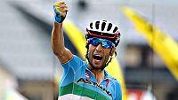 El italiano Vincenzo Nibali logró hoy el triunfo en la decimonovena etapa el Tour por lo que se mete en la lucha por el podium de París, mientras que el colombiano Nairo Qintana superó en medio minuto al maillot amarillo, el británico Chris Froome.