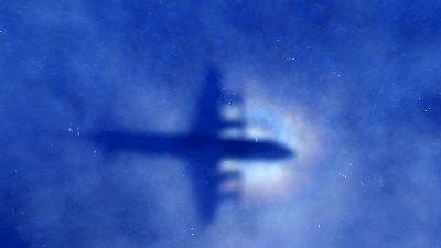 Las autoridades malayas investigan si los restos del fuselaje de un avión encontrados son los del vuelo MH370