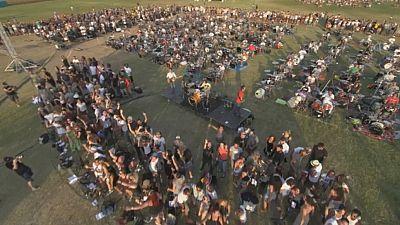 Mil músicos, una canción y un vídeo viral, ingredientes para que Foo Fighters toquen en tu pueblo