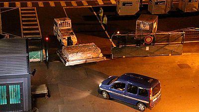 Llegan a Francia los restos del avión hallados en el Índico