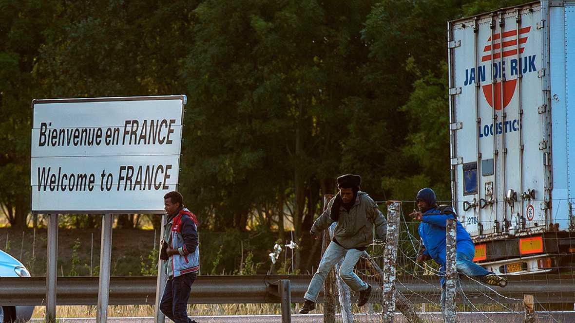 Hollande y Cameron acuerdan m�s seguridad en el t�nel del Canal de la Mancha