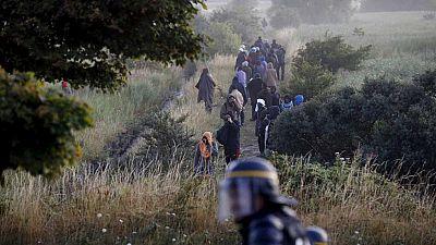 Unos 400 inmigrantes han intentando una noche m�s acceder al eurotunel en Calais
