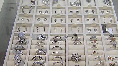 Un empleado de una joyería de Murcia, acusado de un delito de hurto