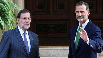 El rey se reúne con Rajoy en Marivent para analizar la situación política y económica