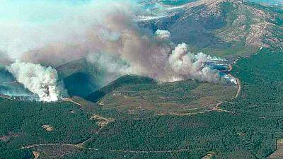 El viento dificulta las tareas de contención del incendio de Gata