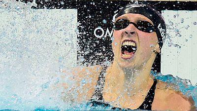 La estadounidense Katie Ledecki ha batido el récord mundial de los 800 libre con 8:07.39 y ha rebajado su tope mundial de la distancia en 3,61 segundos con lo que se ha batido el undécimo récord en los Mundiales de natación de Kazán.   Ledecky, ademá