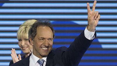 El oficialista Daniel Scioli lidera las primarias en Argentina