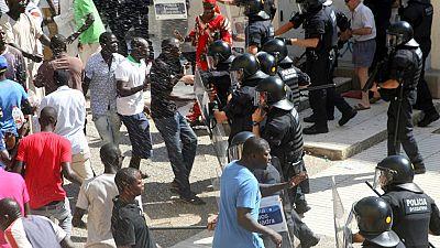 La muerte de un senegalés durante una operación contra el top manta provoca incidentes en Salou