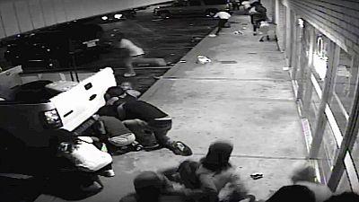 La policía de Ferguson hace pública una grabación en la que aparece el afroamericano herido portando un arma