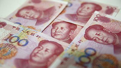 El banco central chino rebaja el cambio de referencia del yuan otro 1,62%
