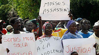 Un testigo afirma que los mossos forcejearon con el senegalés muerto en Salou, pero la Generalitat lo niega