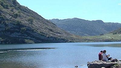 Largas colas para acceder a los Lagos de Covadonga
