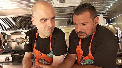 Cocineros al Volante - Jonatan escupe el gazpacho de Xaro y Cristina