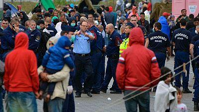 Gases lacrimógenos contra los inmigrantes en Hungría