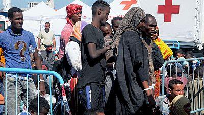 Encuentran los cadáveres de al menos 50 inmigrantes en la bodega de un barco frente a las costas de Libia