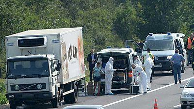 50 inmigrantes mueren asfixiados en Austria en un cami�n aparcado cerca de la frontera con Hungr�a