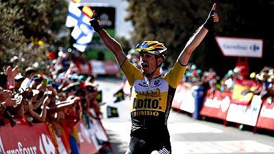 El holandés Bert Jan Lindeman (Lotto Junbo) se ha impuesto en la séptima etapa de la Vuelta disputada entre Jódar y el Alto de Capileira (Granada),  de 1191 kilómetros, y el colombiano Esteban Chaves (Orica) mantuvo el liderato.