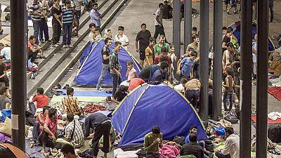 Siguen llegando refugiados a Hungría